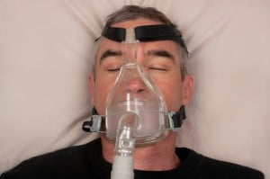 A man with sleep apnea wearing a cpap mask